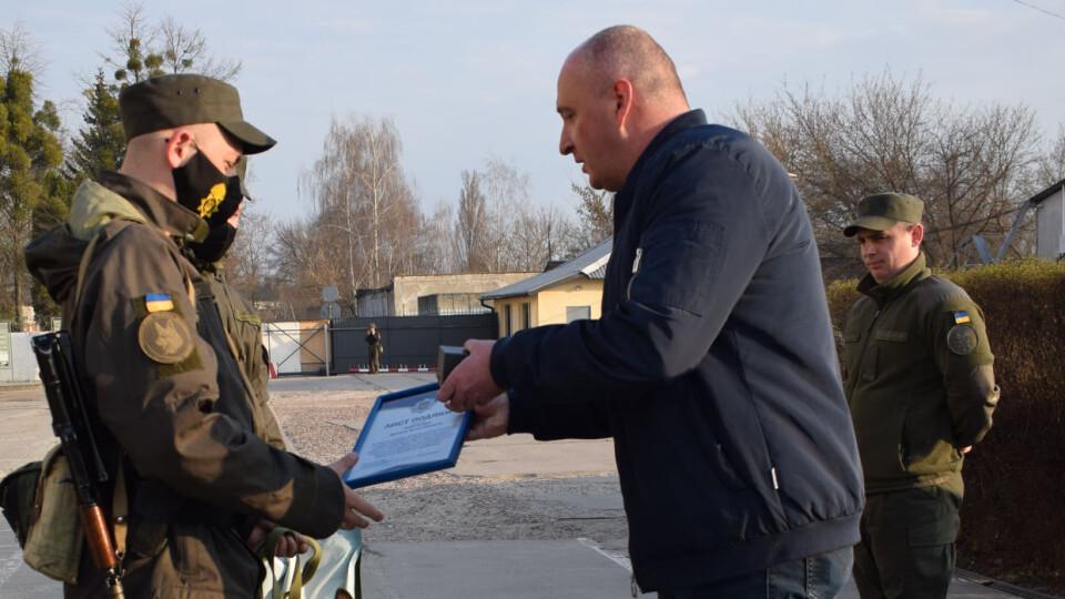 У Луцьку нагородили кінолога та собаку, які знайшли 7-річного Матвія у болоті