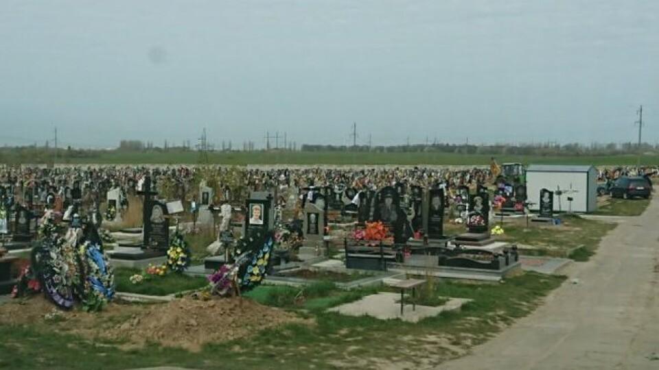 У неділю кладовище у Гаразджі закриють