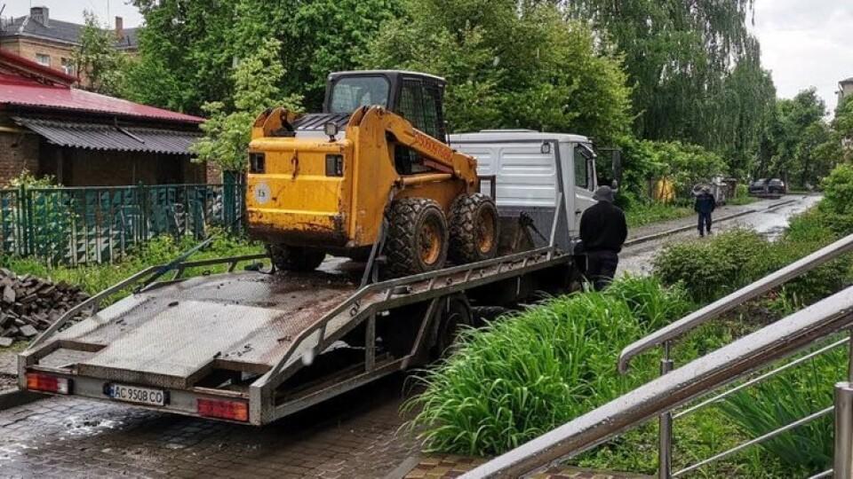 У Луцьку біля дитсадка ведуть незаконні земельні роботи
