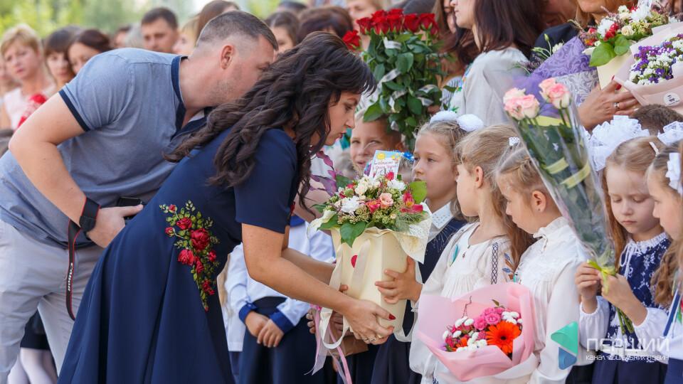 Благодійність замість квітів: в Україні запустили акцію до 1 вересня