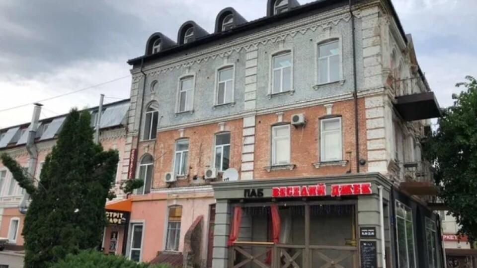 Продають будівлю колишнього готелю в центрі Луцька. Хочуть 260 тисяч доларів