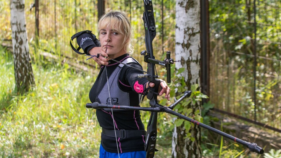 На Волині ветеранка вчить дітей стріляти з лука