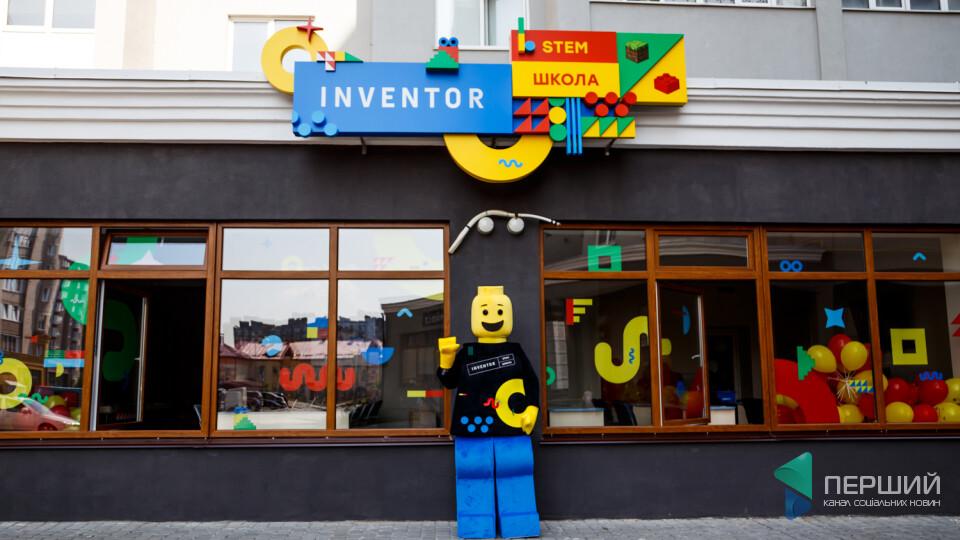 У Луцьку відкрили школу Inventor. Там діти складають роботів і вчаться будувати мости