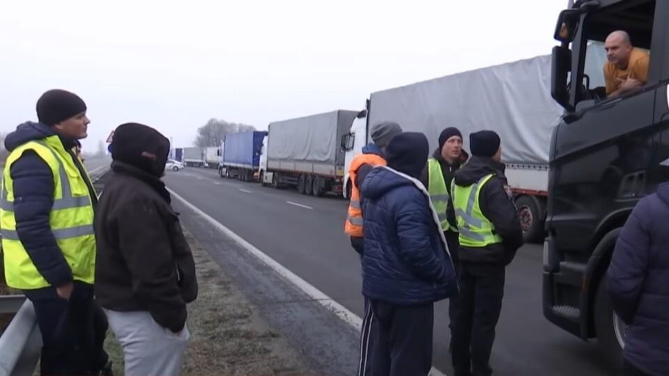 На «Ягодині» – багатокілометрові черги вантажівок