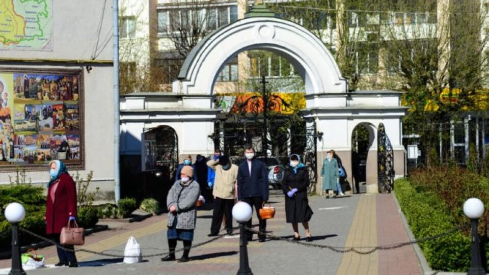 У Луцьку вже почали освячувати великодні кошики. Фото