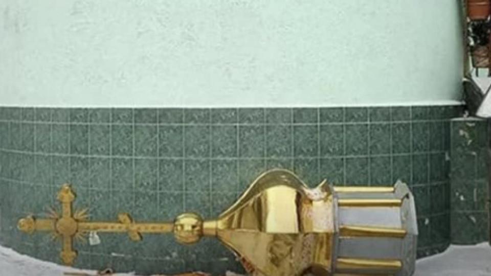 У Вінниці священик УПЦ МП скинув купол із храму