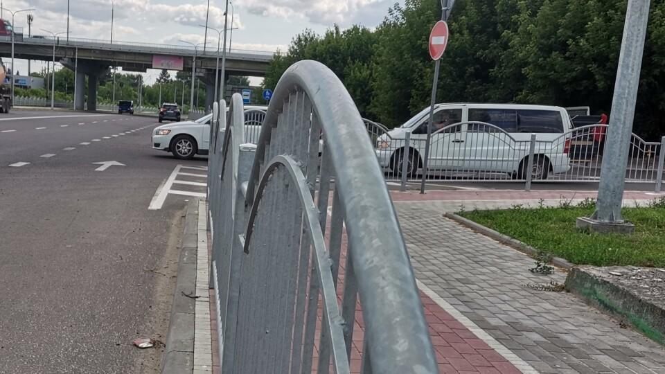 У Луцьку на Ківерцівський паркан заважає водіям. Його перенесуть