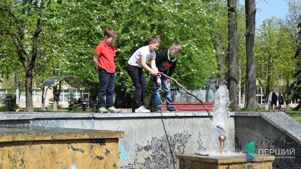 У Луцьку запрацювали фонтани