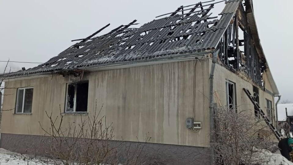 Без даху над головою залишилось 5 людей. Просять допомогти родині поліцейського з Волині