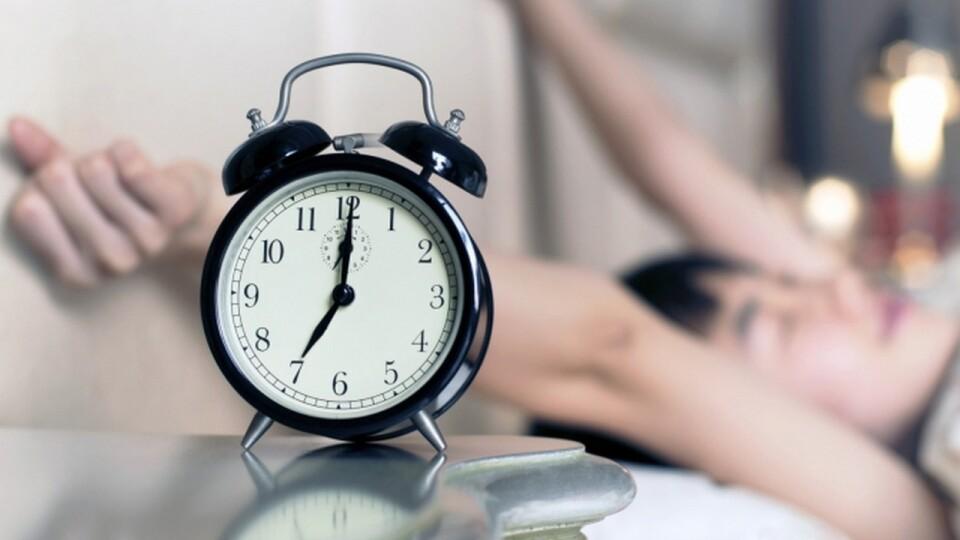 В Україні можуть скасувати сезонне переведення годинника. За яких умов?