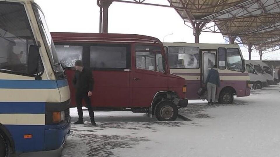 Через негоду на Луцькій автостанції скасували двадцять рейсів