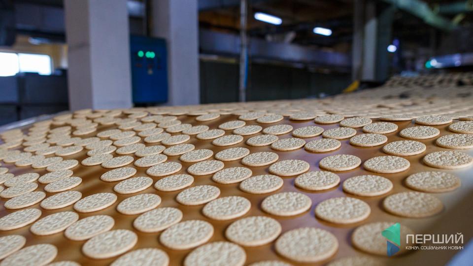 Секрети закулісся кондитерської фабрики «Ярич»: як «народжується» печиво «Марія»