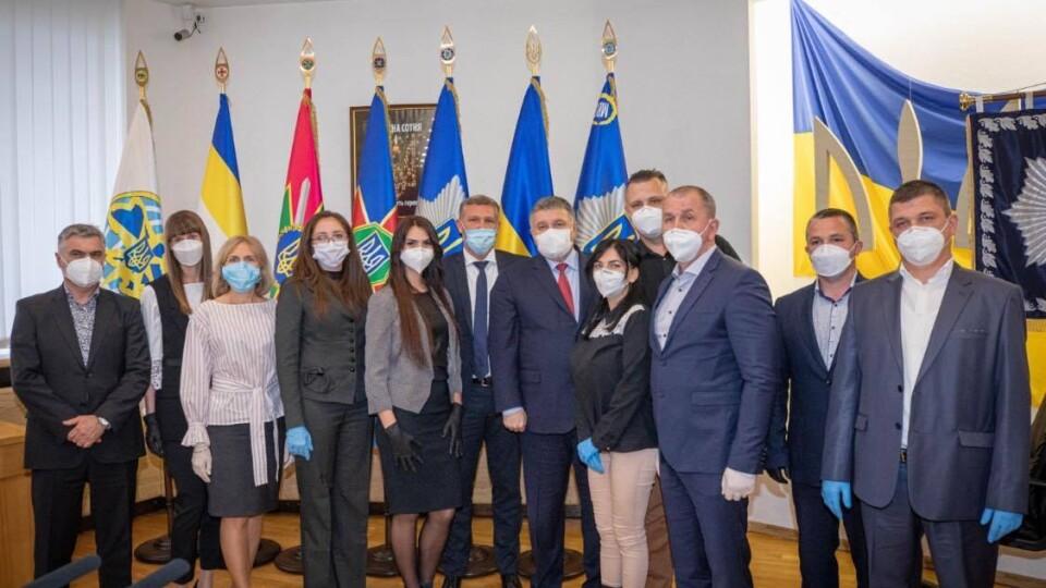 Двох волинських лікарів, які допомагали боротись з COVID-19 в Італії, нагородили