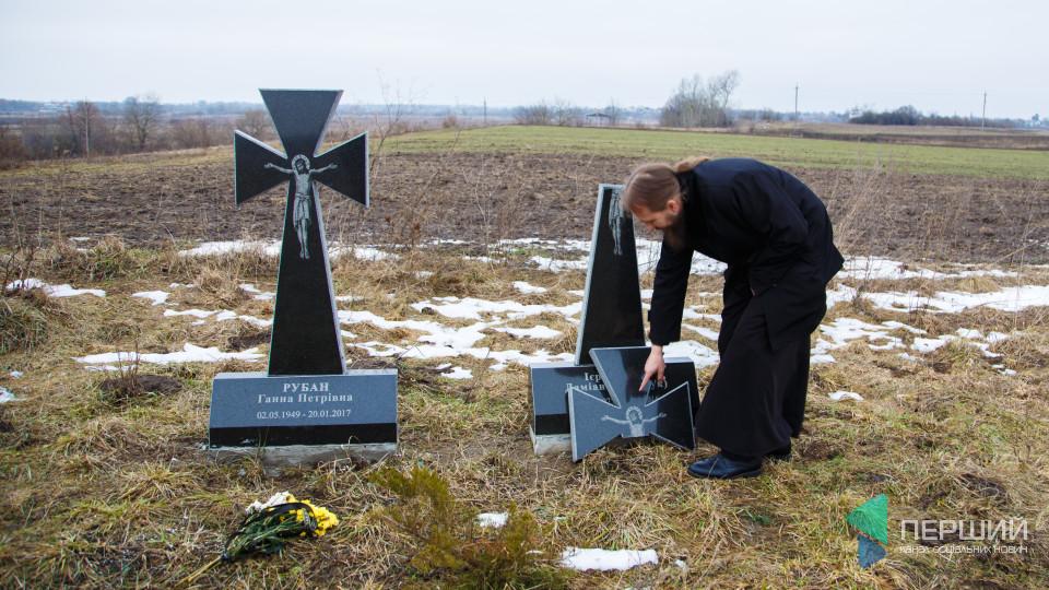 У Жидичині втретє за рік розбили пам'ятник на могилі монаха. ФОТО