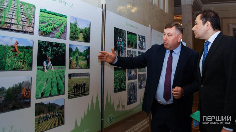 Володимир Бондар відкрив фотовиставку про ліс у Верховній Раді
