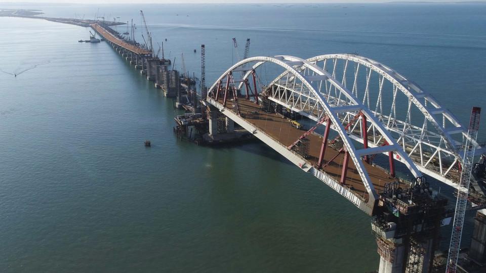 Показали нові руйнування Керченського мосту. ФОТО