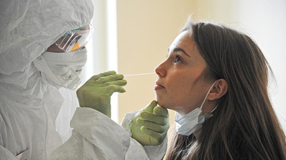 На Великдень коронавірус виявили у менше ніж 3 тисяч українців