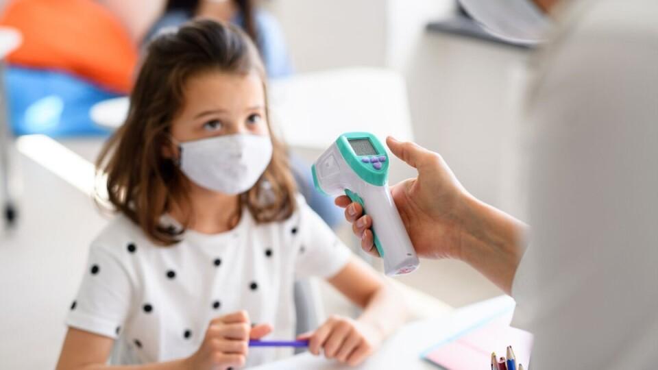Скільки учителів та школярів захворіли на коронавірус від початку навчального року