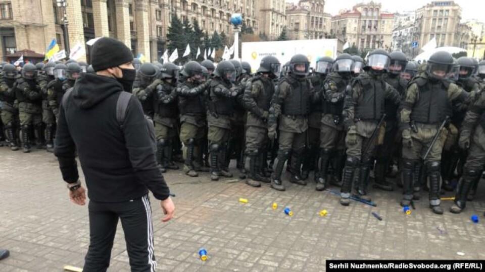 У Києві відбувається мітинг підприємців. Почались сутички з поліцією. ФОПи встановлюють намети