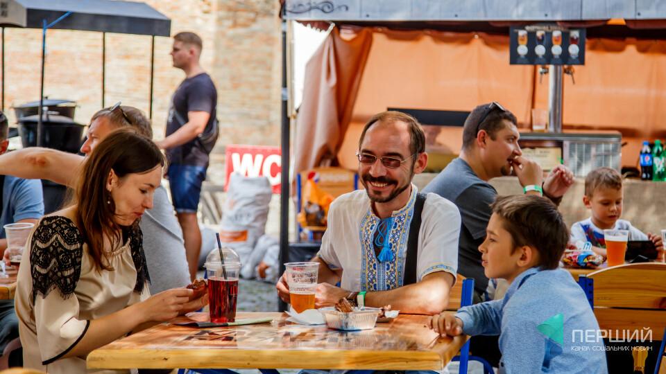 Їли ковбаси, пили пиво. Фоторепортаж з фестивалю у Луцькому замку