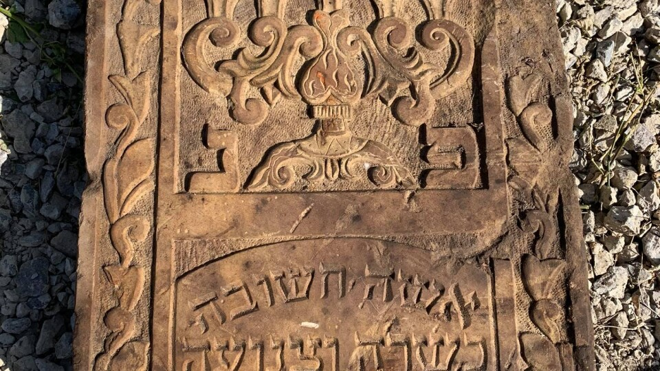 У Володимирі-Волинському знайшли юдейський надгробний камінь