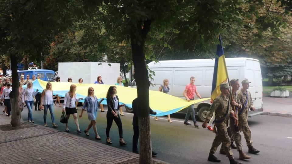 Вулицями Володимира-Волинського пронесли 10-метровий прапор