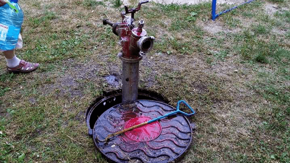 На ЛПЗ у Луцьку прорвало трубу, води не буде до понеділка