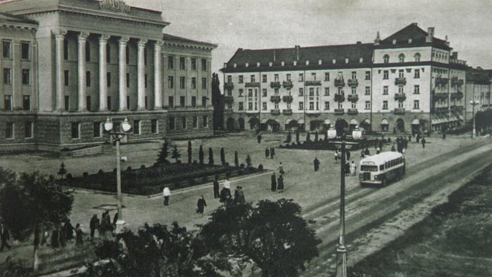 Коли ялинки були маленькі: показали центр Луцька  1960 року. ЗГАДАТИ ВСЕ