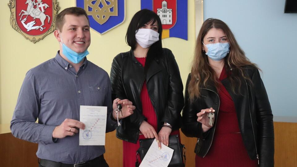 Трьом волинським лікарям подарували квартири