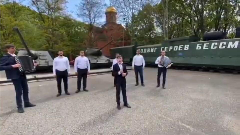 Юний співак з Волині заспівав «Смуглянку» разом із одеськими священниками