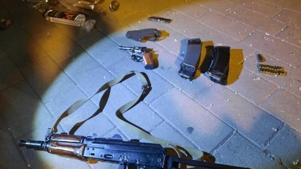 Автомат Калашникова, гранати і муляж вибухівки. Яку зброю вилучили у луцького терориста