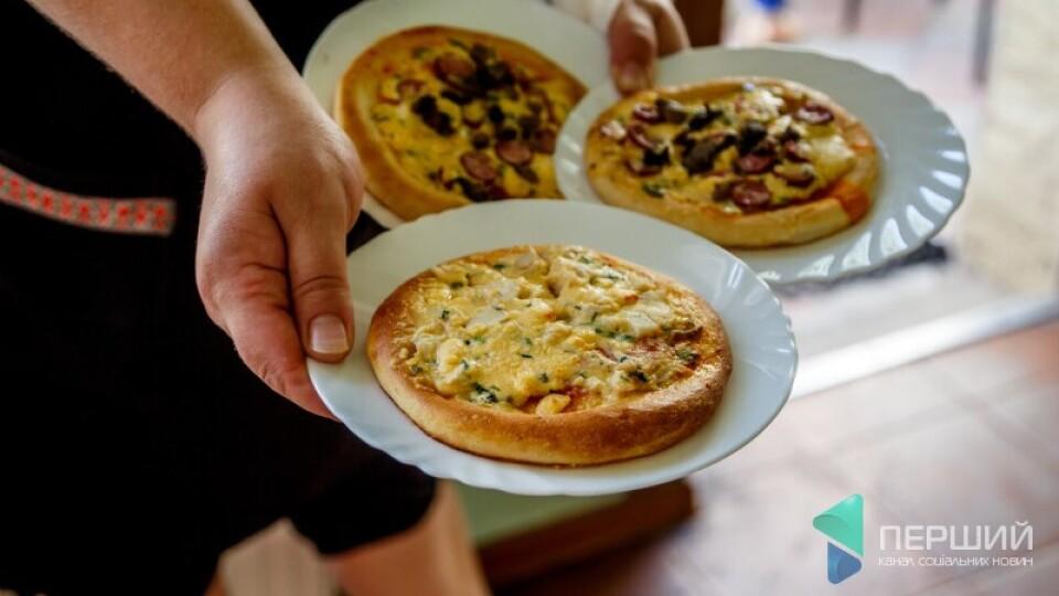 Монатик розповів, де їв у Луцьку смачну піцу