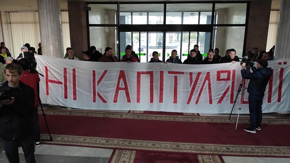 У Волиньраді – протест. Вимагають  не реалізовувати «формулу Штайнмаєра»
