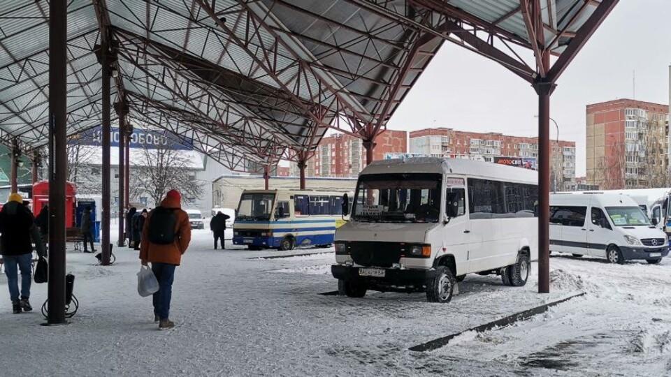 На Луцькій автостанції скасували понад 60% рейсів. Що робити з квитками?