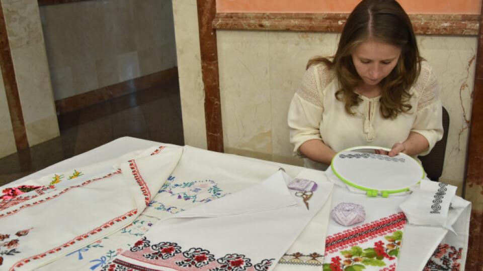 У Луцьку триває фестиваль вишитих рушників. Що на ньому можна побачити