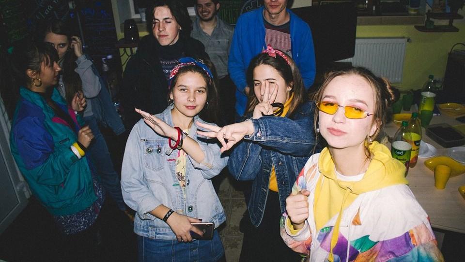 Як лучани розважалися на вечірці в стилі 90-х. ФОТО
