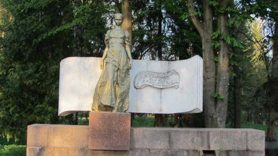 У Луцьку в парку біля пам'ятника Лесі Українці буде фонтан