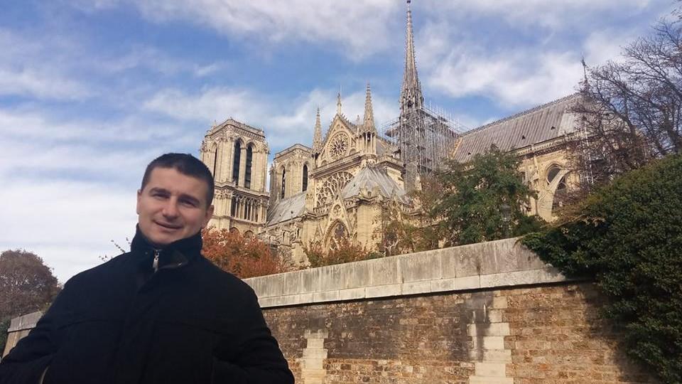 Волиняни діляться у соцмережах світлинами на фоні Собору Паризької Богоматері. ФОТО