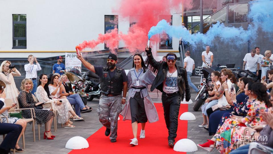 СКАЙ, туманні коктейлі та дизайнерські речі: яким був Lutsk Fashion Weekend у «Нобелі».ФОТО
