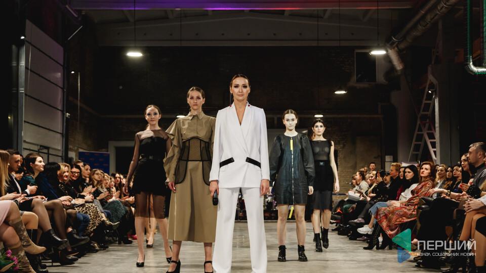 Червоні доріжки, відомі дизайнери та розкішне вбрання. Яким був Lutsk Fashion Weekend. Фоторепортаж