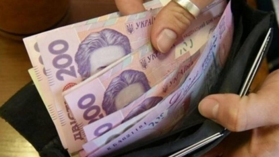 Вже за рік мінімальну зарплату в Україні хочуть збільшити до 7 700 гривень