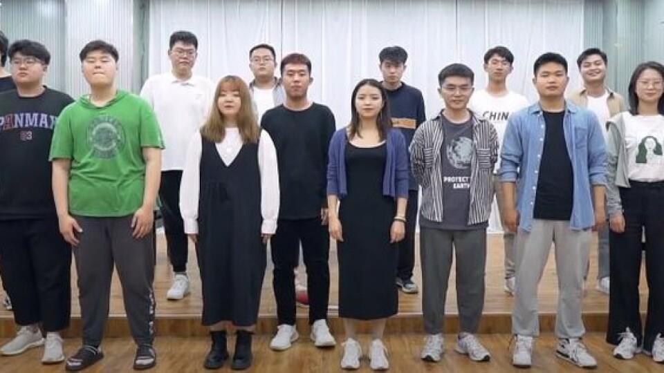 Волинянка навчає китайців співати та розмовляти українською. Відео