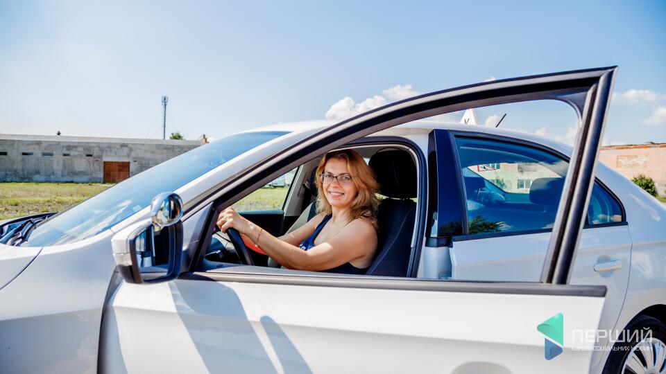 Лучанка лишила бізнес, щоб навчати жінок водити. Історія успіху Тетяни Могилецької