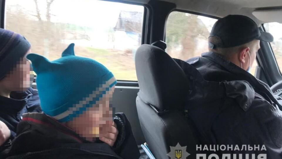 «Живе у неналежних умовах». Матір другокласника з Волині, якого шукали 15 годин, можуть покарати