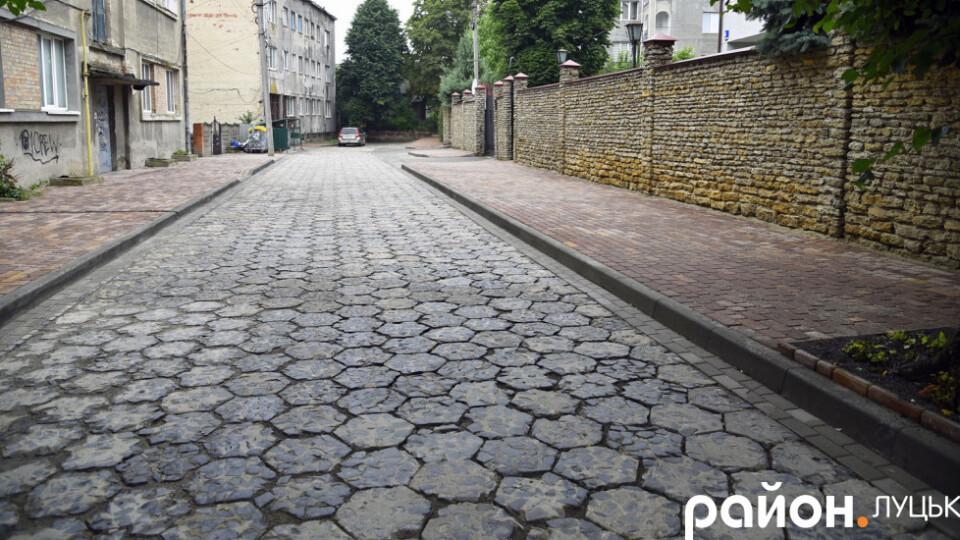 Бруківка «додала кольорів»: як змінилась вулиця Пушкіна в Луцьку після ремонту
