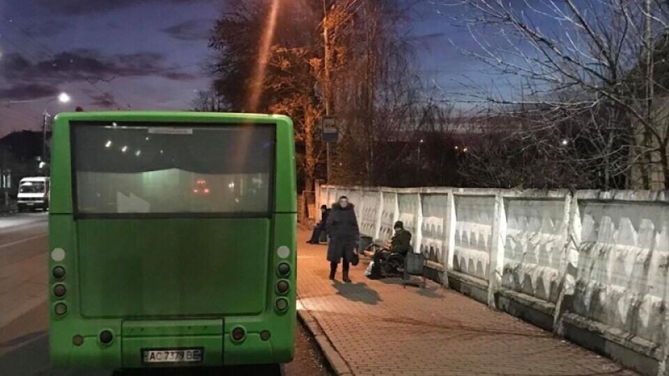Лучани просять повернути зупинки на вулиці Глушець