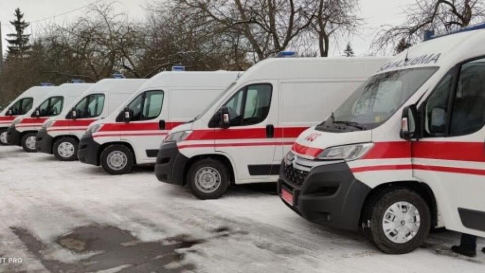 На Волині медики отримали нові реанімаційні автівки для порятунку хворих на COVID-19