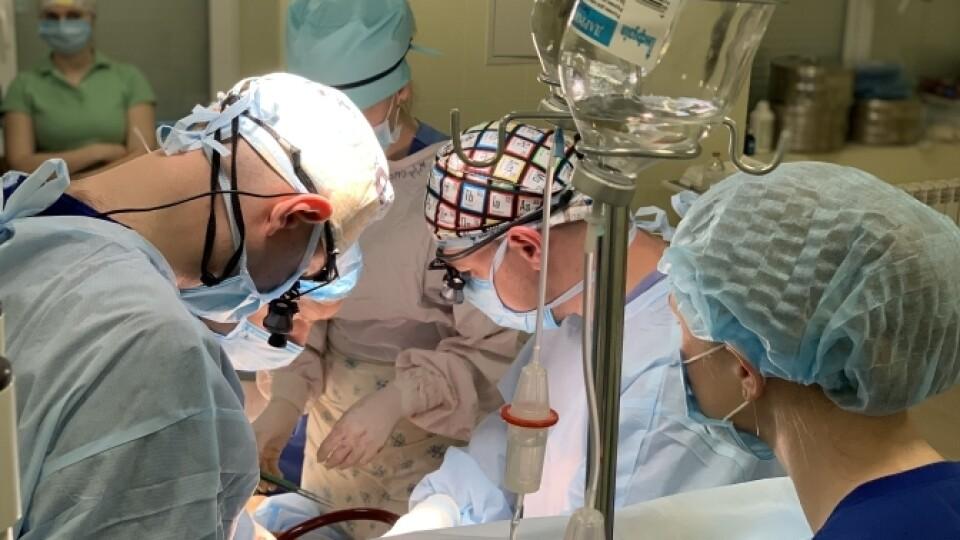 У львівській лікарні, яку очолює волинянин, вперше пересадили серце. Відео