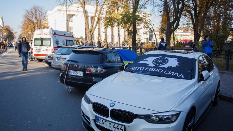 В Україні шахраї придумали схему, як заробляти на «євробляхерах»