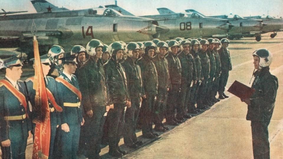 Рідкісна фото радянських льотчиків на луцькому аеродромі. ЗГАДАТИ ВСЕ